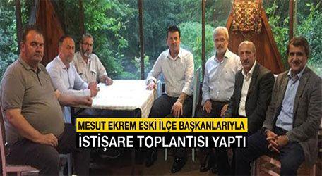 Mesut Ekrem eski İlçe başkanlarıyla istişare toplantısı yaptı