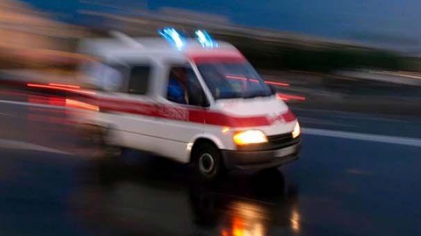 Otomobil Bariyerler çarptı.1'i ağır 3 yaralı