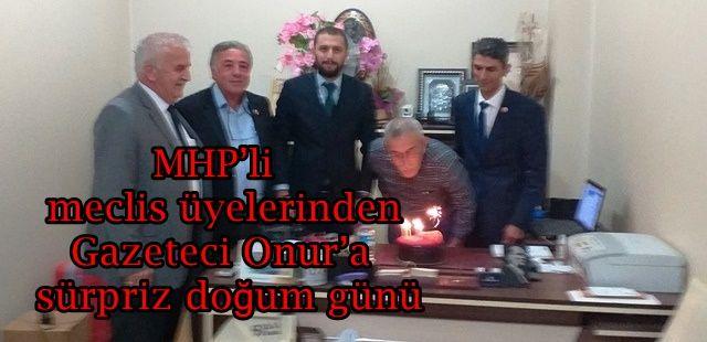 MHP'li meclis üyelerinden Gazeteci Onur'a sürpriz doğum günü