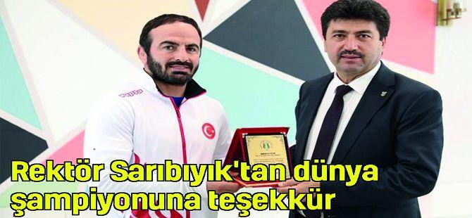 Rektör Sarıbıyık'tan dünya şampiyonuna teşekkür plaketi