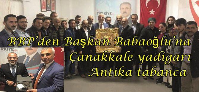 Akyazı BBP'den Başkan Babaoğlu'na Antika tabanca