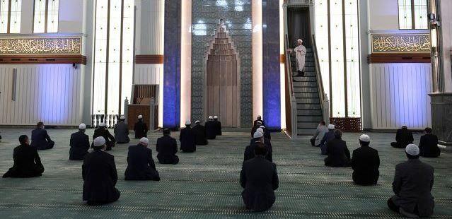 Diyanet: Her hafta bir camide temsilen cuma namazı kılınacak