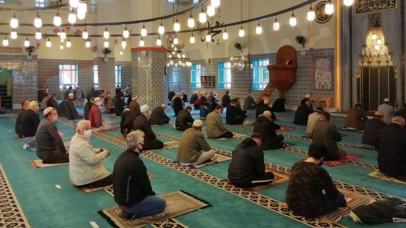 23 Nisan cuma günü camilerde cuma namazı kılınacak mı?