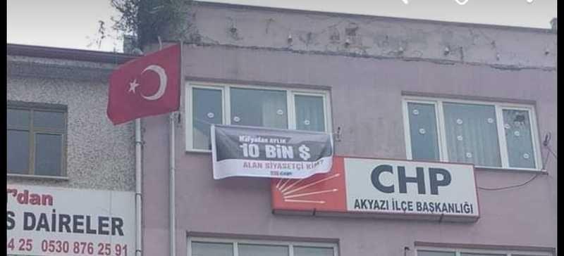 Akyazı CHP'de O pankartı astı!