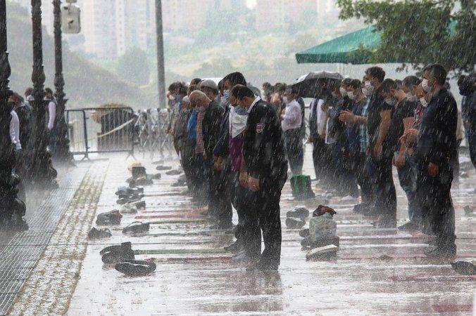 Cuma vaktine dikkat! Meteorolojiden sağanak yağış uyarısı...