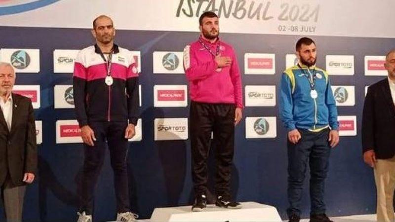 Akyazılı güreşçi Ömer Saner, Dünya Şampiyonu oldu.