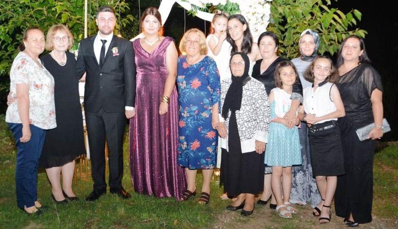 Sibel Tuğba ile Emre nişanlandılar