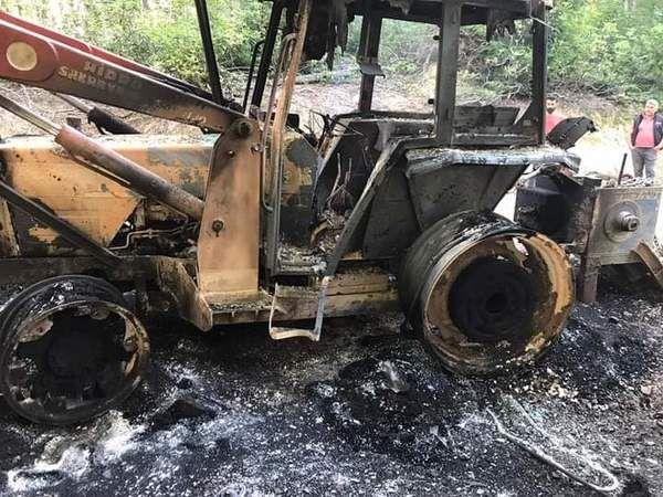 Ormanlık alanda Kepçeyi ateşe verdiler
