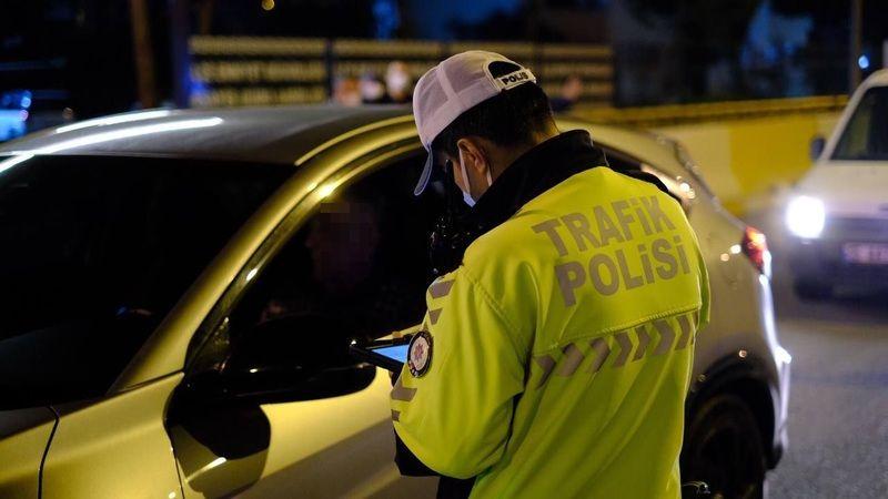 Alkollü sürücü Polis'e takıldı