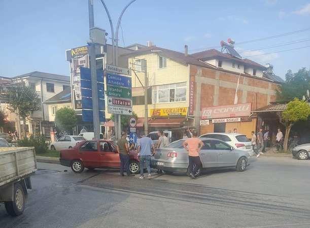 Hastane Mahallesinde maddi  hasarlı kaza