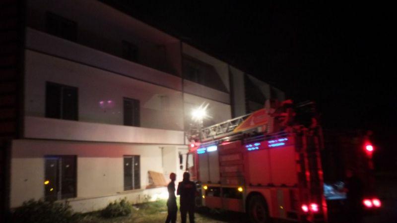 İnşaatın Balkonunda ateş yakıp kaçtılar!