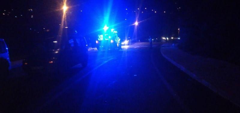 Ehliyetsiz sürücü park halindeki otomobile çarpıp kaçtı. 1 yaralı