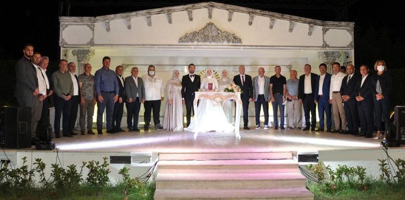 Sapanca Gölü kıyısında muhteşem düğün