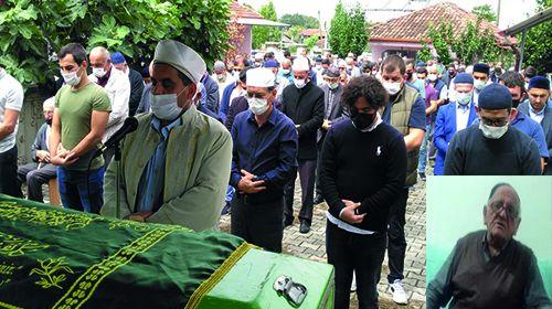 Cenaze namazını imam oğlu kıldırdı