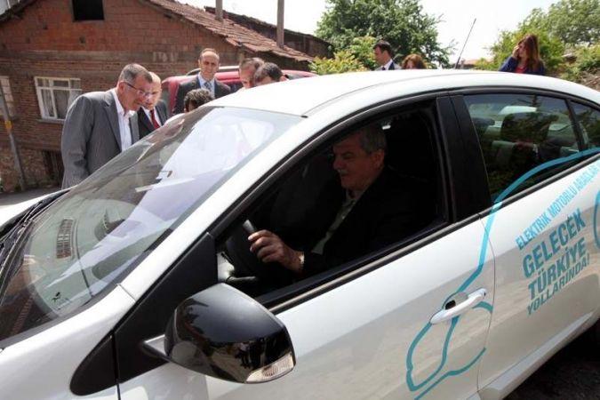 Elektrikli otomobili ilk Başkan kullandı