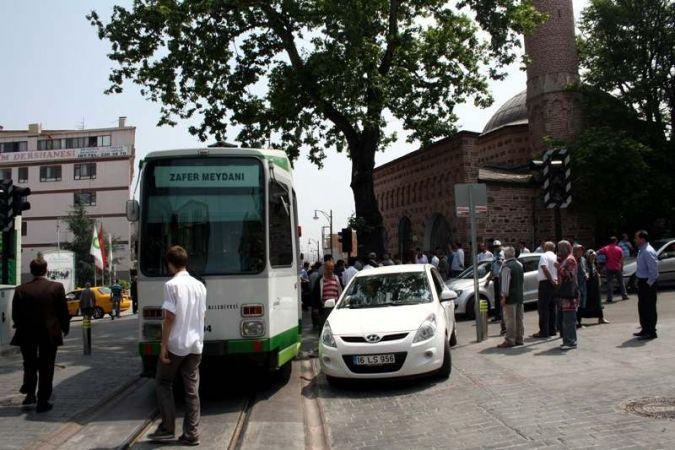 Nostaljik kaza şehir trafiğini kilitledi