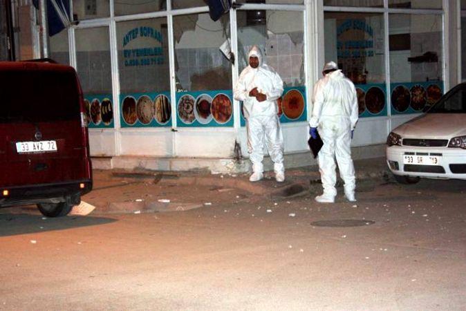 İş yeri önüne bırakılan bomba patladı