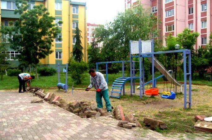 Yahya Kaptan'da parklar yenileniyor