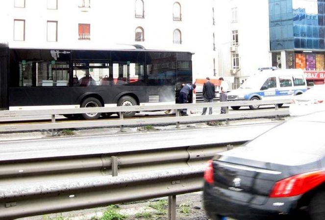 Metrobüste yangın paniği