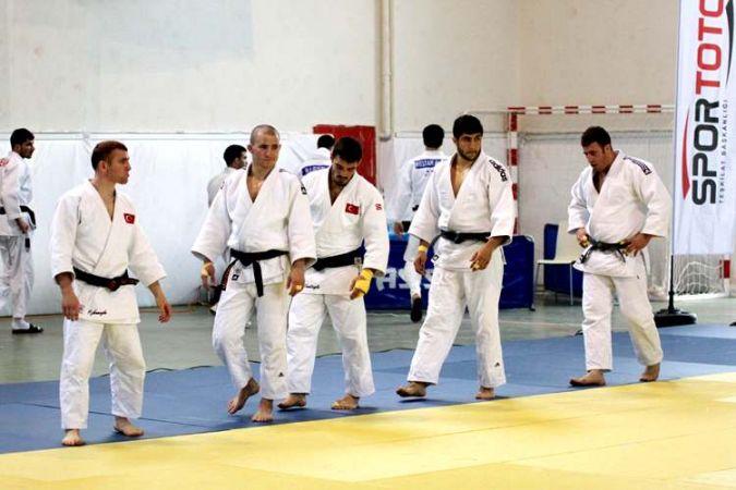 Büyükşehir Kağıtsporlu Judocular iyi başladı