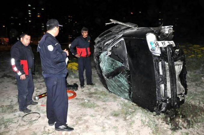 Üniversite öğrencileri kaza geçirdi