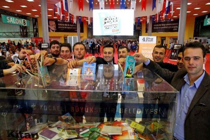 Büyükşehir personeli  Van'a kitap bağışladı