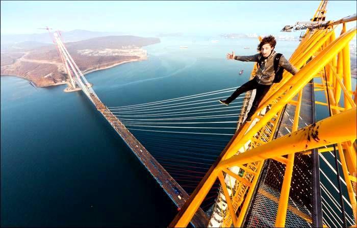 Gençlerin dünyanın en uzun köprüsüne yürek hoplatan tırmanışı