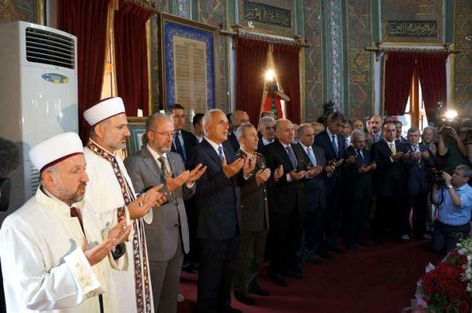 Fetih kutlamaları, Sultan Mehmet'in türbesini ziyaretle başladı