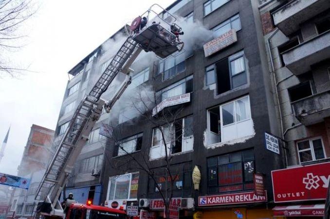 Kağıthane'de yangın: Mahsur kalan 7 kişi kurtarıldı
