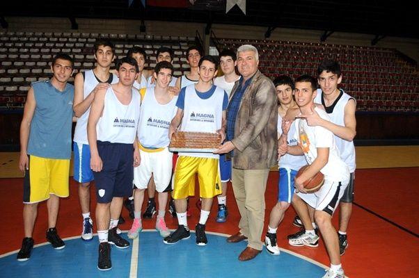 Genç erkekler Edirne'de