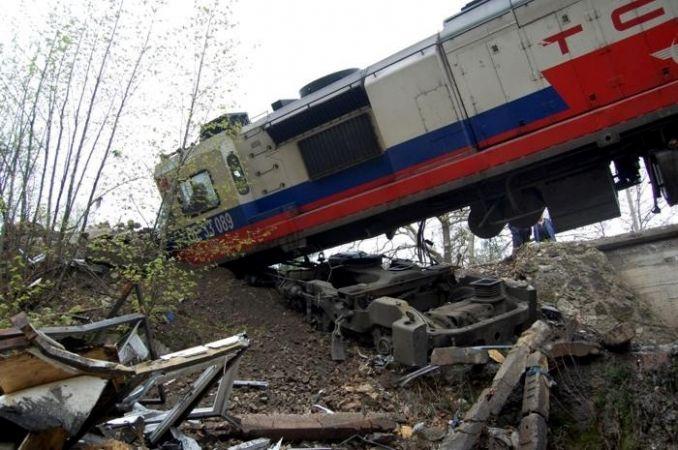 Frenini çekilmeyen lokomotif başıboş 40 kilometre yol aldı