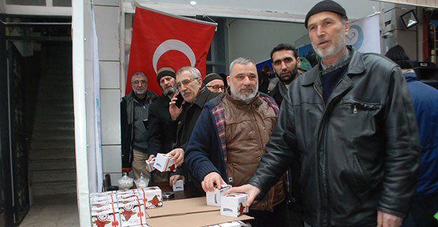 İzmit Belediyesi 5 bin kandil simidi dağıttı