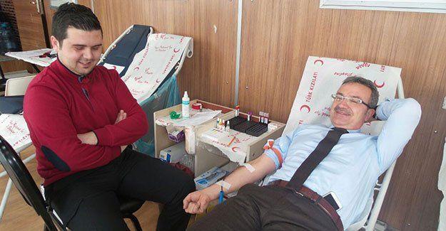Başkan Köşker kan bağışında