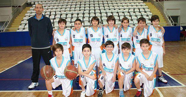 Küçük erkekler basketbolda hızlandırılmış program