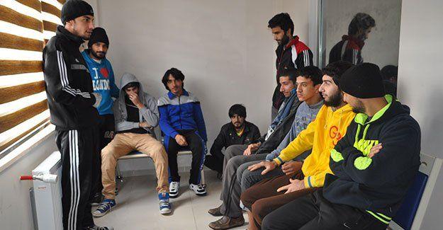 Polis kaçak Suriyelileri topladı