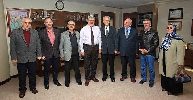 """Karaosmanoğlu: """"Muhtarlar mahallelerin  belediye başkanı sayılır"""""""