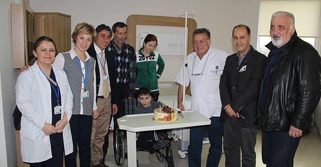 Spina Bifida hastası Ümit'e Cihan Hastanesi'nin sürprizi