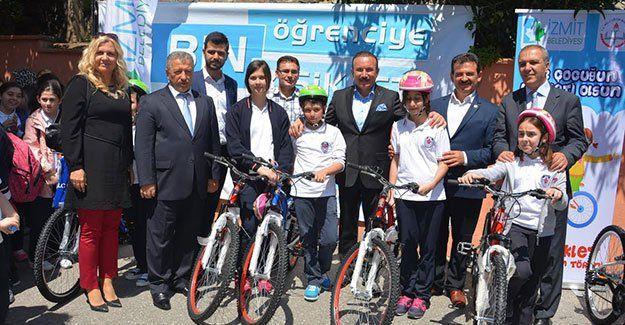 İzmit'te her gün bisiklet dağıtılıyor