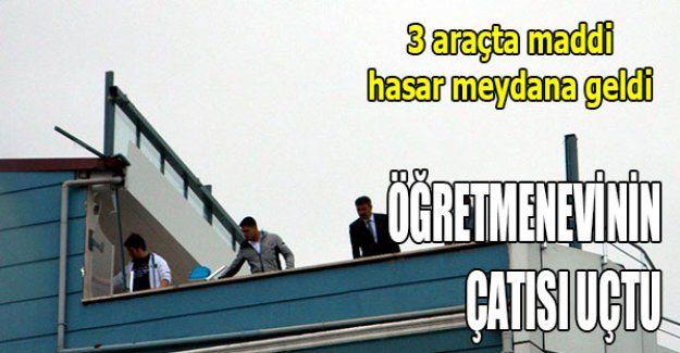 Öğretmenevinin çatısı uçtu
