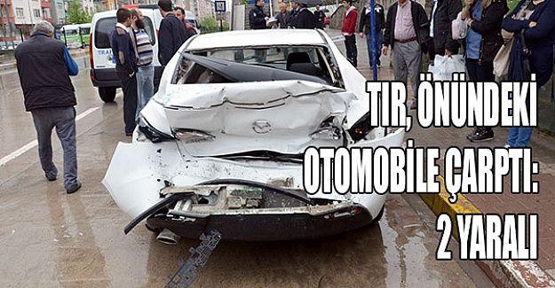 TIR önündeki otomobile çarptı: 2 yaralı