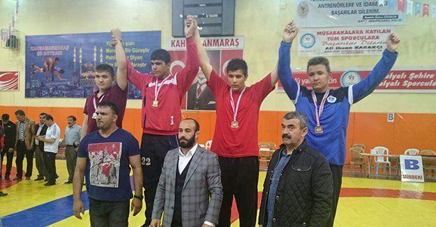 Kağıtsporlu Hazım Emir Şen Maraş'ta kürsüye çıktı