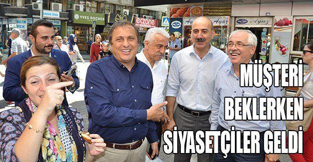 Müşteri beklerken siyasetçiler geldi