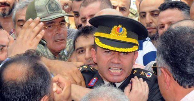 Yüzbaşı cenazesindeki protestolarda 2 tutuklama
