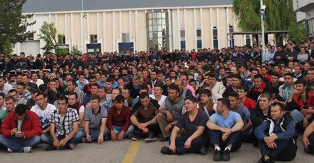 Dev fabrikada bin 600 işçi iş bıraktı