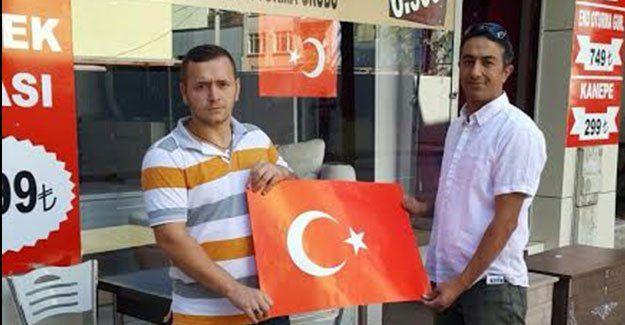 Bekirpaşalı Ülkücüler bayrak dağıttı