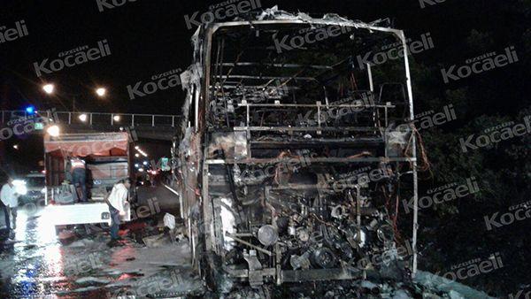 TEM'de yolcu otobüsü yandı