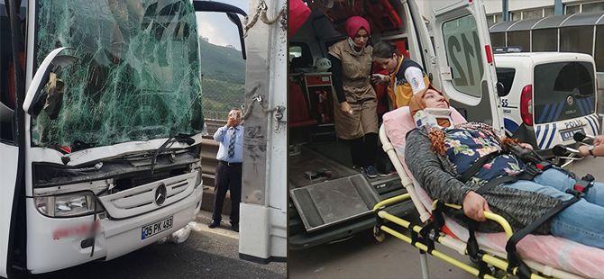 Yolcu otobüsü meyve yüklü kamyona çarptı