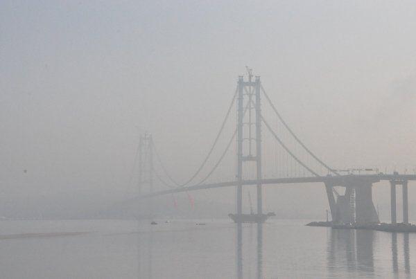 Osmangazi Köprüsü güne sisle uyandı