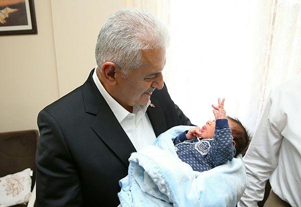Başbakandan sürpriz bebek ziyareti