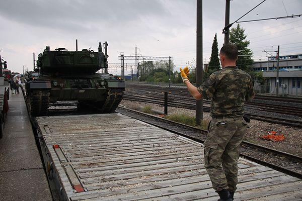 Kocaeli'den sınıra tank sevkiyatı devam ediyor